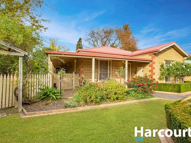 9 Adam Court, Drouin, Vic 3818