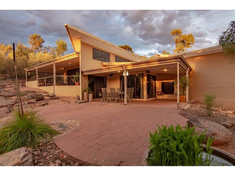 2 Lakes Court, Desert Springs, NT 0870