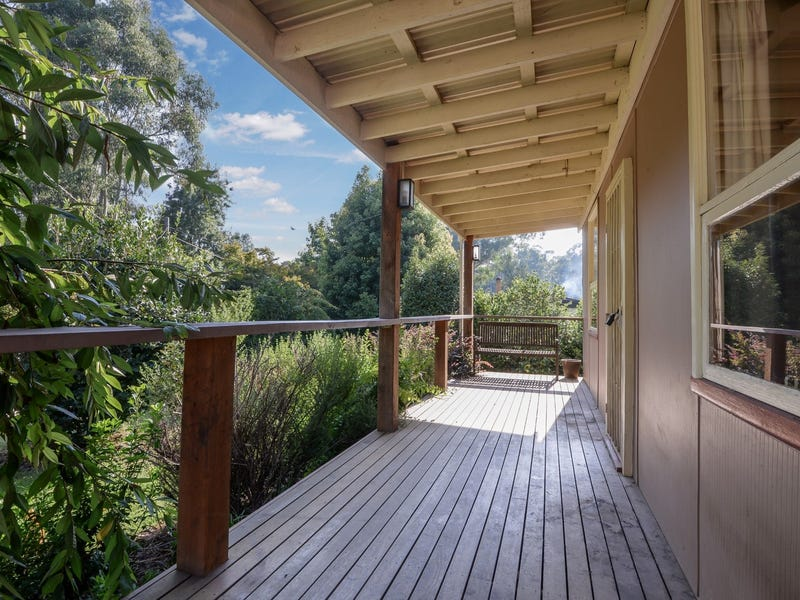 18 Rainbow Trout Avenue, East Warburton, Vic 3799