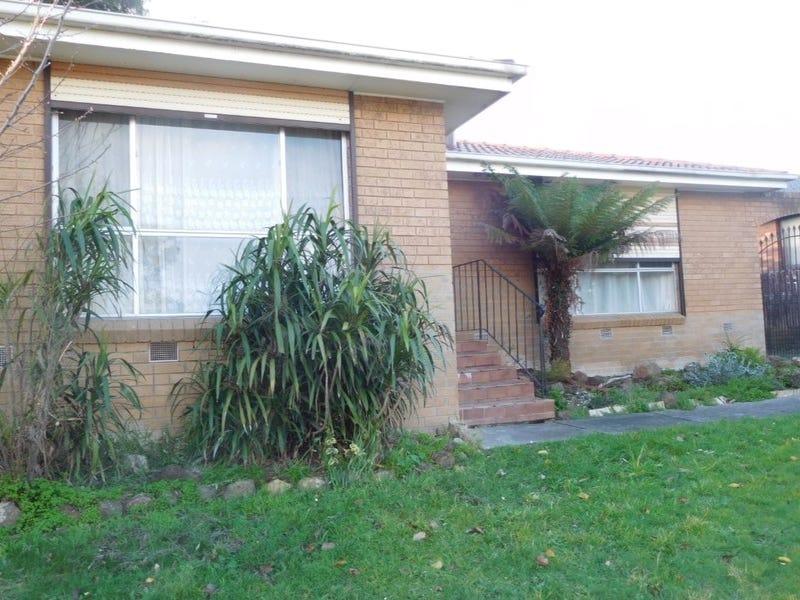 30 Saxonwood Drive, Narre Warren