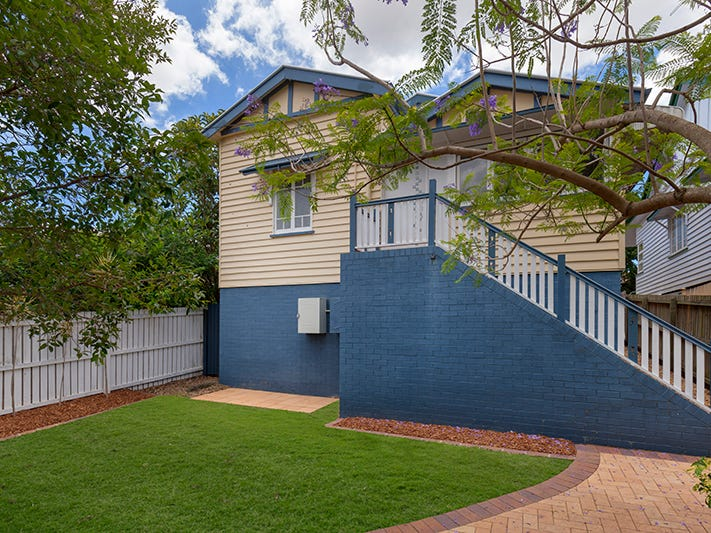 2 First Street, Camp Hill, Qld 4152