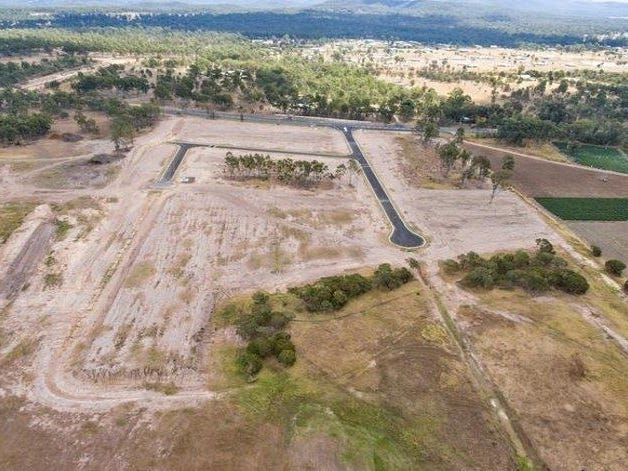 9 Maragon Court, Lake Clarendon, Qld 4343