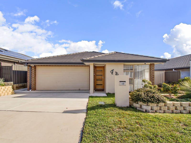 49 Harold White Avenue, Coombs, ACT 2611