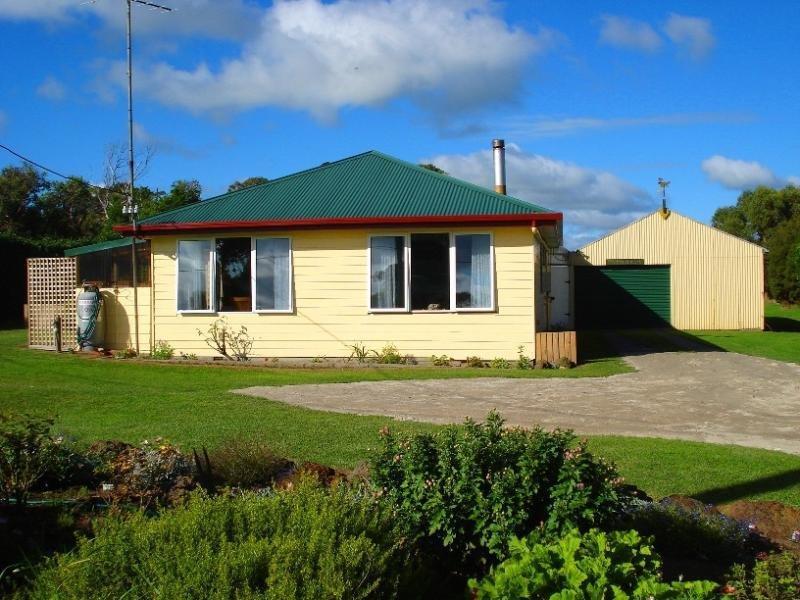 130 Main St, Currie, Tas 7256