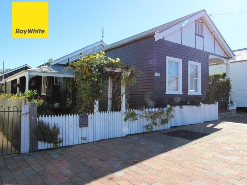 33 Albury Street, Ashford, NSW 2361