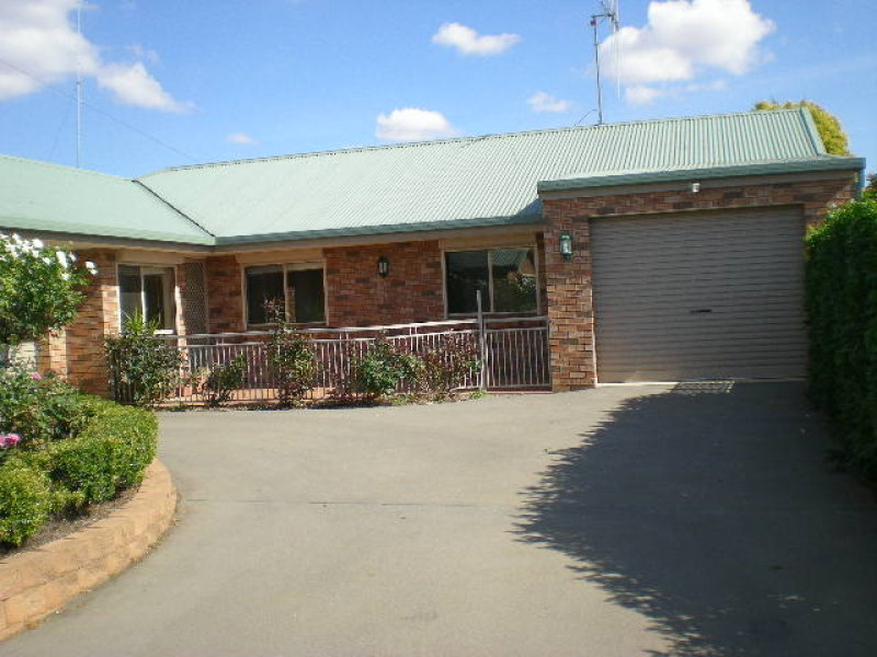 1/2 Cobden Place, Parkes, NSW 2870