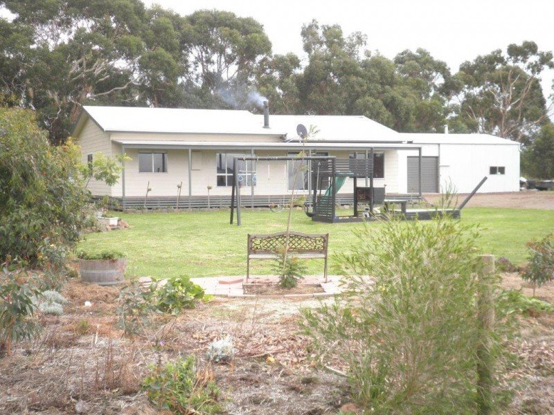 Address available on request, Elingamite, Vic 3266