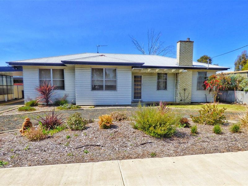 32 Edinburgh Road, Edenhope, Vic 3318