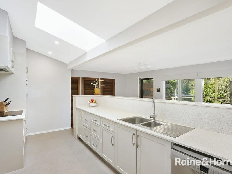 5 SIMON PLACE, Hornsby Heights, NSW 2077