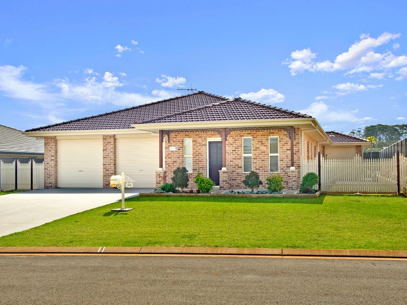 104 Emerald Drive, Port Macquarie, NSW 2444