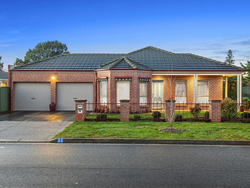 22 St Helens Avenue, Lake Gardens, Vic 3355