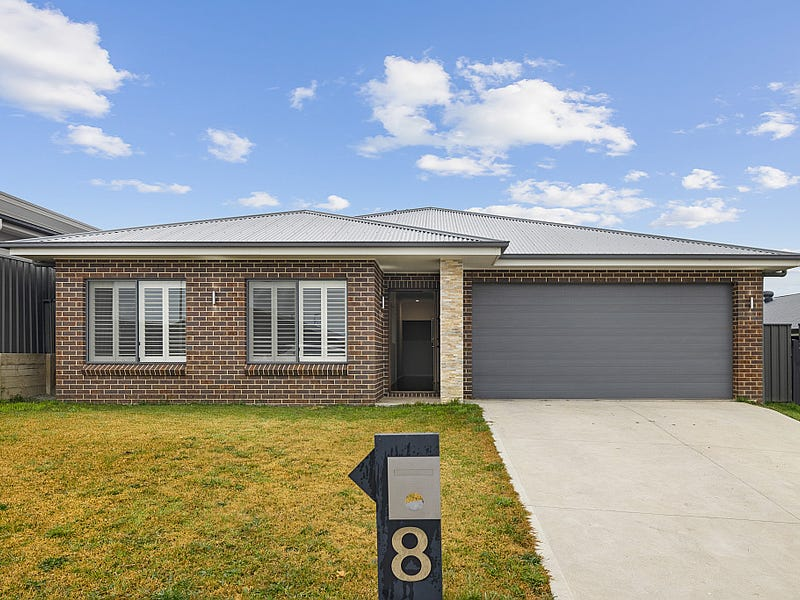 8 Bigwood Place, Goulburn, NSW 2580