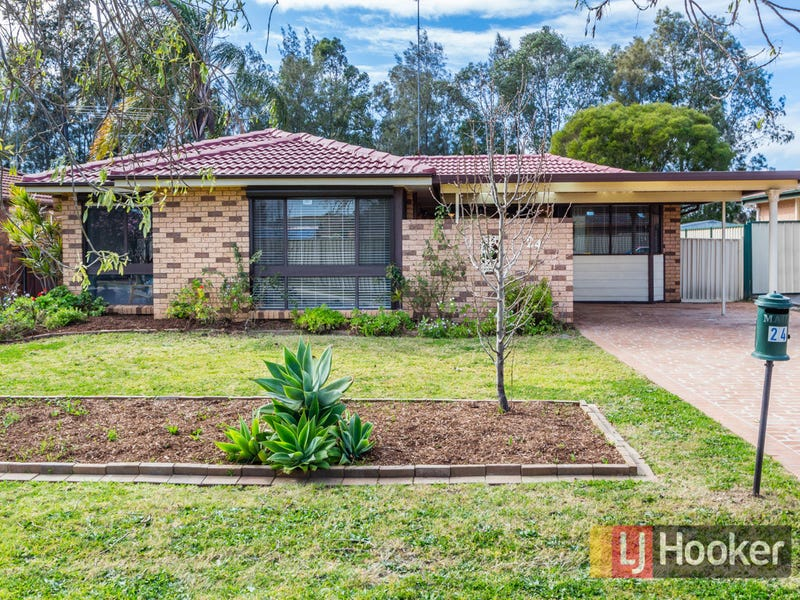 24 Augusta Place, St Clair, NSW 2759