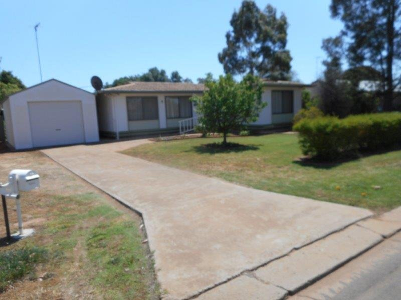 19 Charles Street, Hillston, NSW 2675