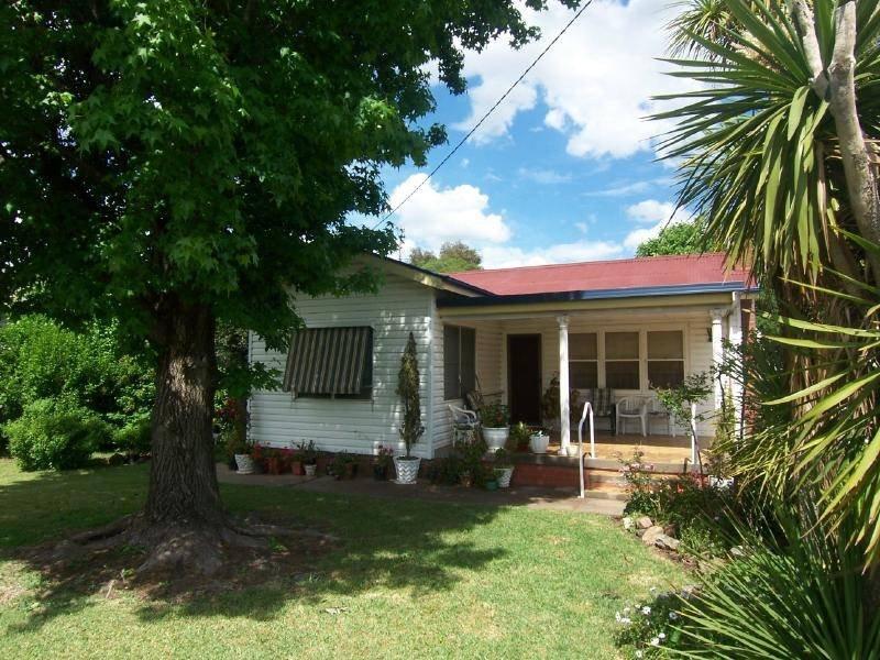 174 Sutton Street, Cootamundra, NSW 2590