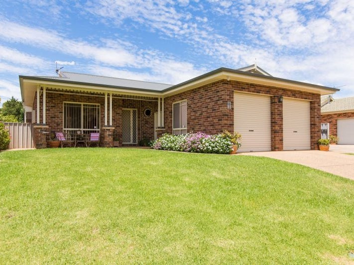 11 Kenneally Avenue, Kooringal, NSW 2650