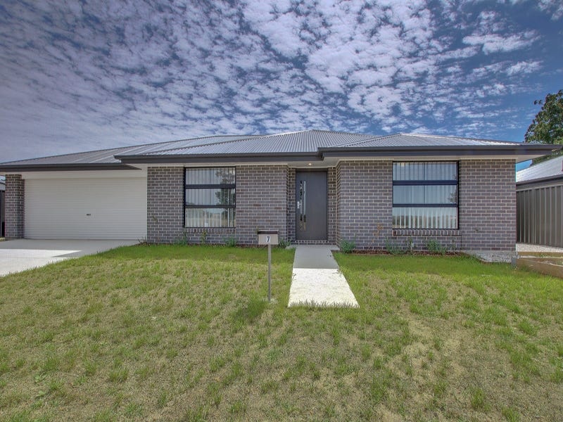 9 Huxtable Place, Goulburn, NSW 2580