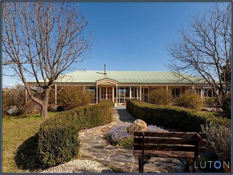 141 Rochford Drive, Wallaroo, NSW 2618