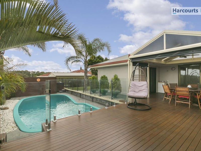 15 Brett Crescent, Hallett Cove, SA 5158