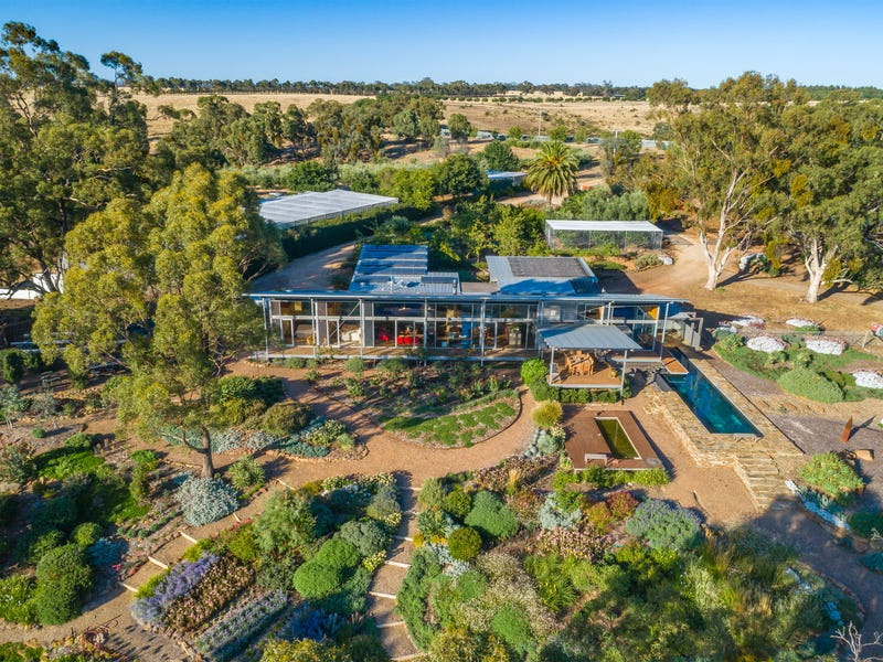 390 North Redesdale Road, Redesdale, Vic 3444