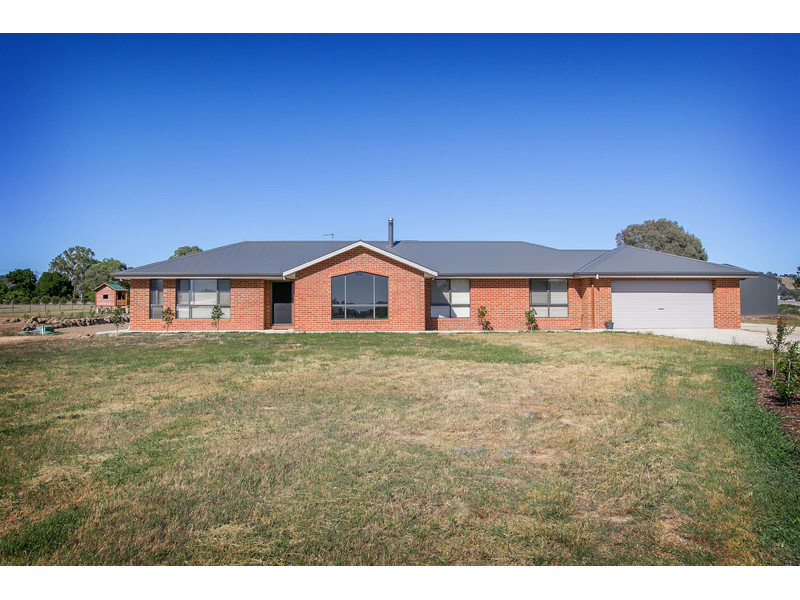 15 Claremont Place, Table Top, NSW 2640