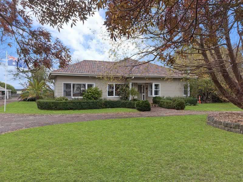 1302 Warrnambool - Caramut Road, Winslow, Vic 3281