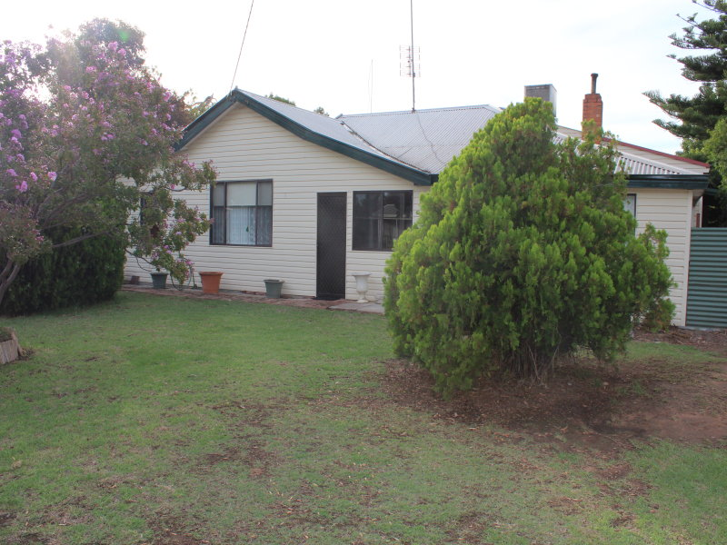 16 Dampier St, Wakool, NSW 2710