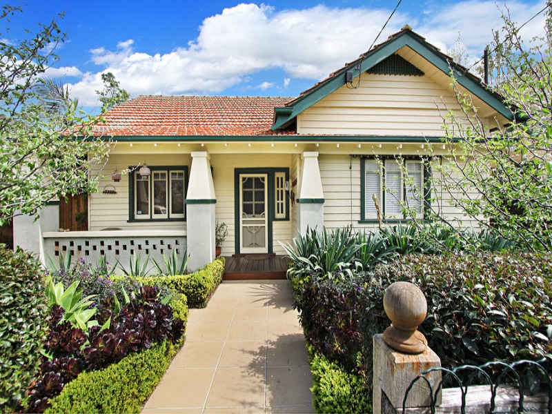 9 camden road hughesdale vic 3166 property details for Californian bungalow front door