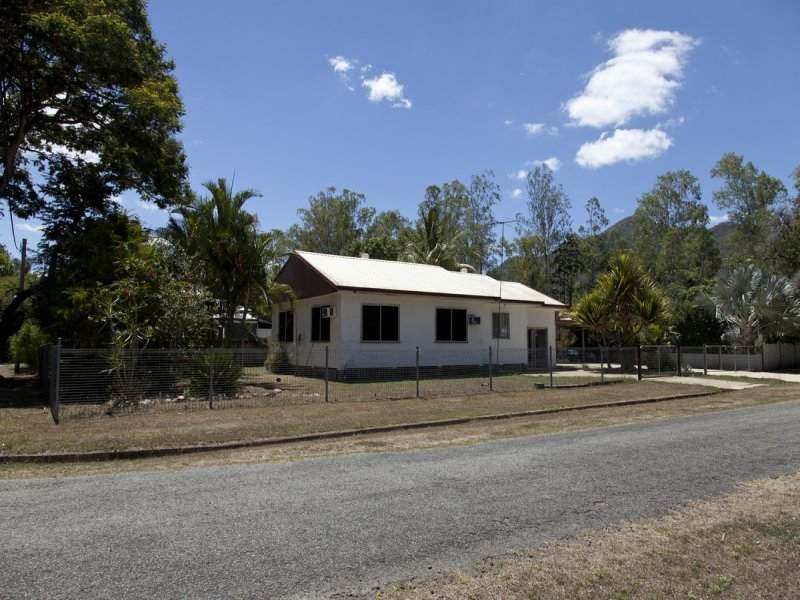 1 Matthew Street, Finch Hatton, Qld 4756