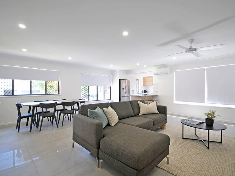 5/2 Twenty Eighth Avenue, Palm Beach, Qld 4221