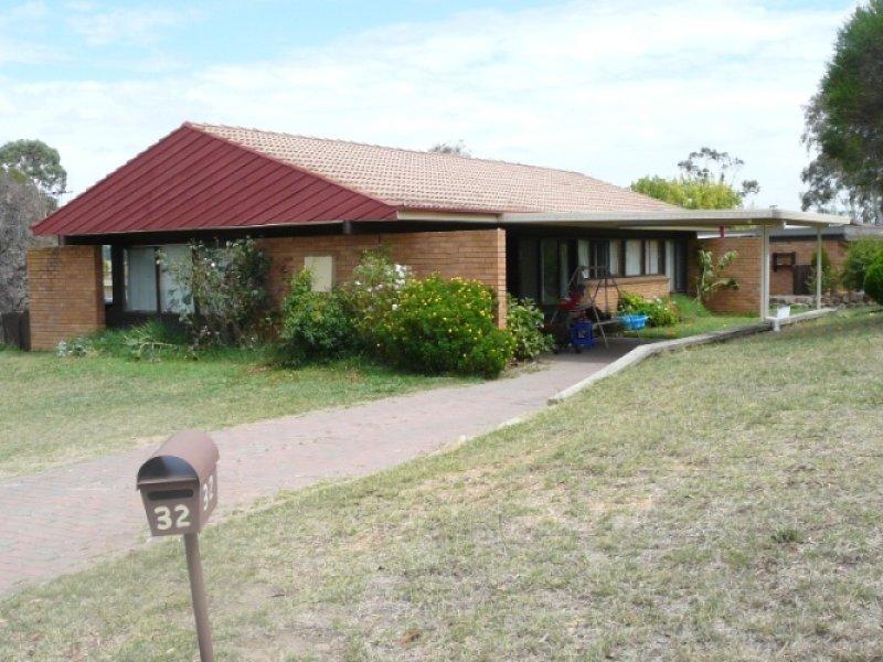 32 Bassett Drive, Bathurst, NSW 2795