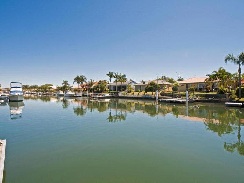 37 Pebble Beach Drive, Runaway Bay, Qld 4216
