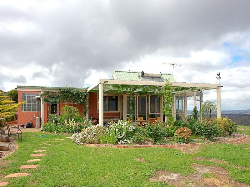 1928 Gisborne Road, Coimadai, Vic 3340