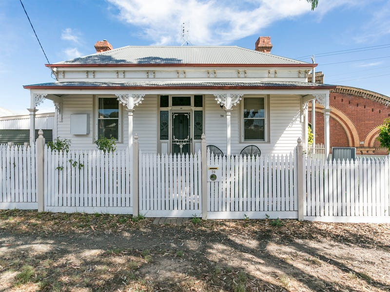 70 Gladstone Street, Quarry Hill, Vic 3550