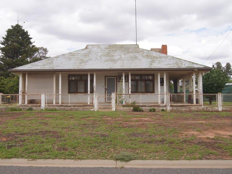 1 Close Street, Finley, NSW 2713