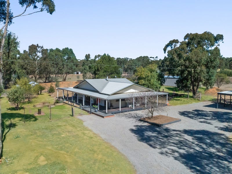 100 Millers Flat Road, Whipstick, Vic 3556
