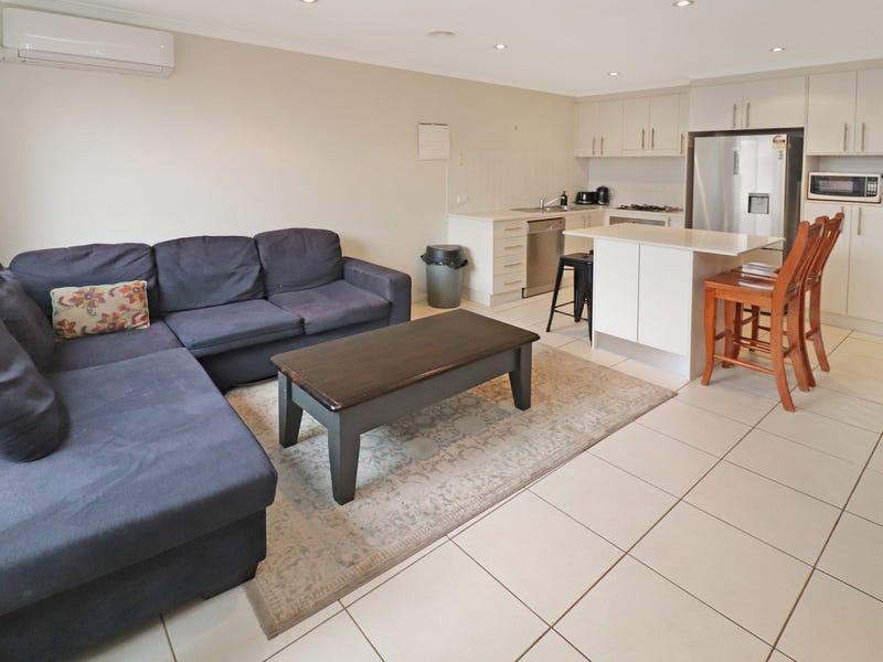2/6 Adams Street, Queanbeyan West, NSW 2620