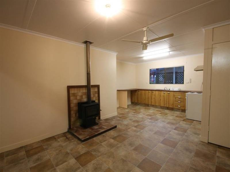 34 Caloundra St, Landsborough, Qld 4550