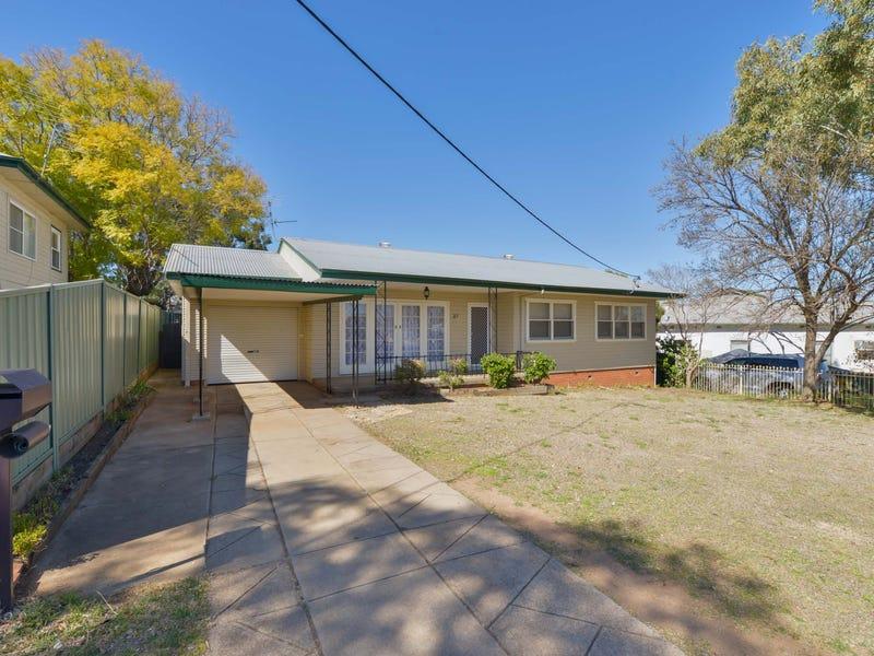 27 Chelmsford Street, Tamworth, NSW 2340