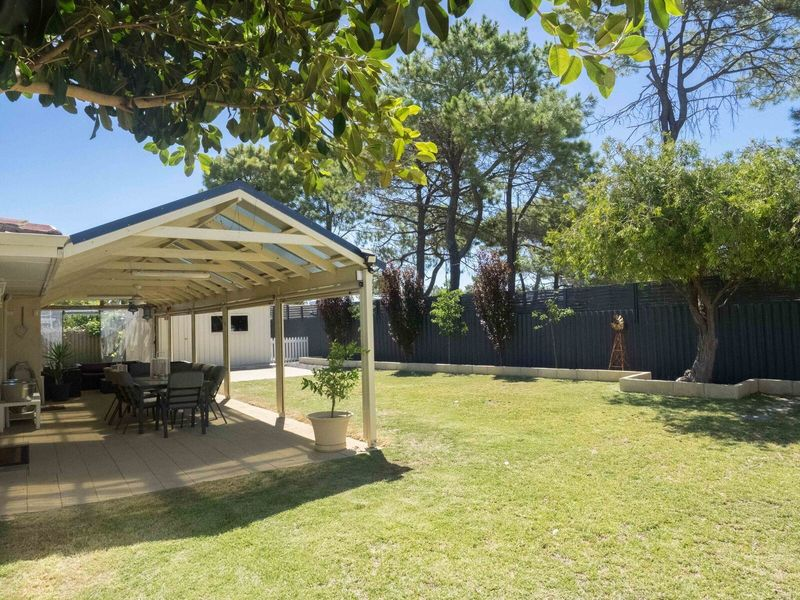 4 Quamby Place, Rockingham, WA 6168