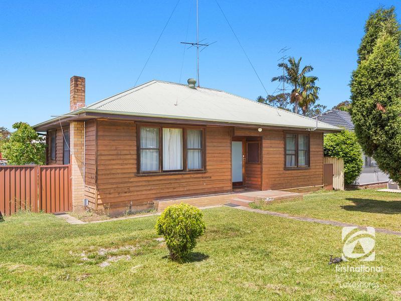 2 Warwick Avenue, Mannering Park, NSW 2259