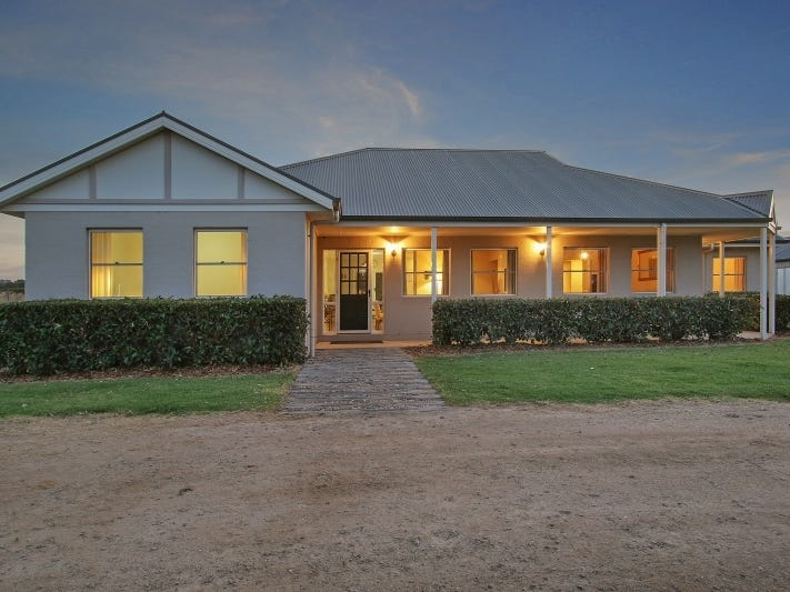 34 Perryman Lane, Table Top, NSW 2640