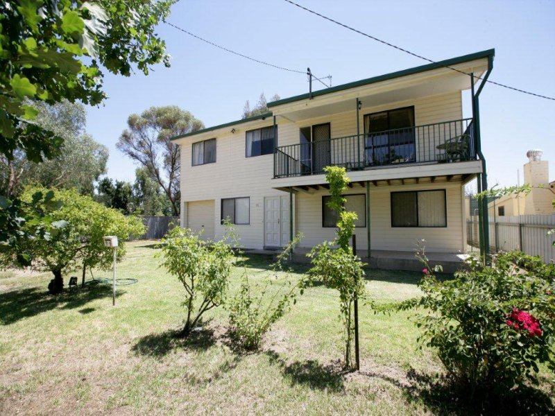 94 Hampden Avenue, North Wagga Wagga, NSW 2650
