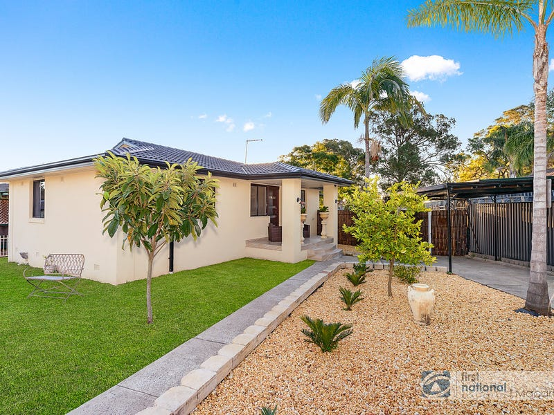 13 Blackwood Crescent, Macquarie Fields, NSW 2564