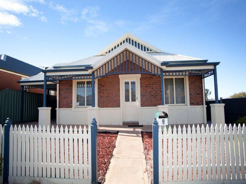 9 Ballarat Court, Craigieburn, Vic 3064