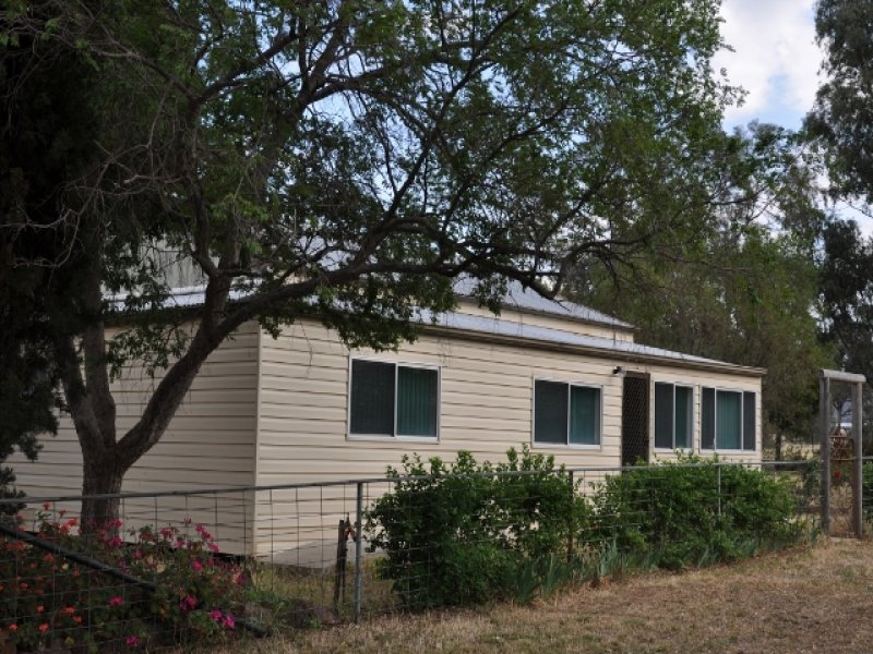 ". ""Throndale"" Escort Way, Eugowra, NSW 2806"