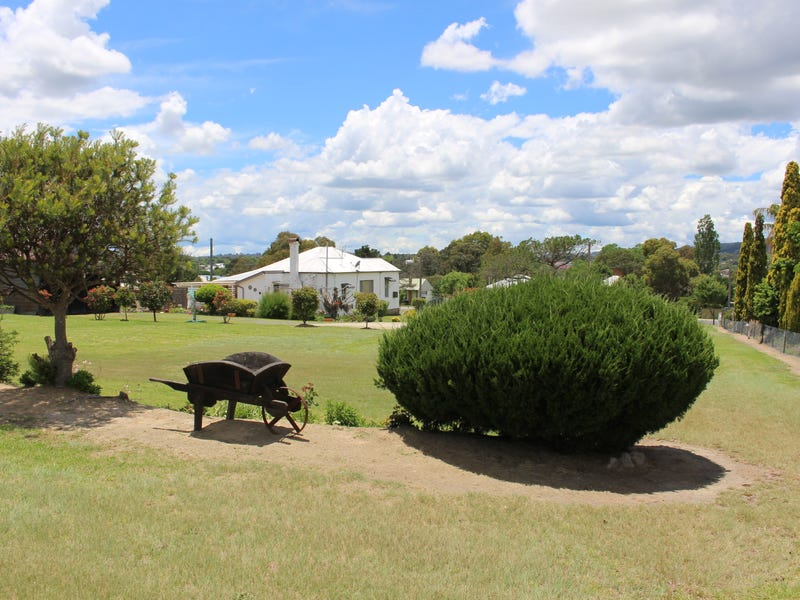 8 Erindee Avenue, Tenterfield, NSW 2372