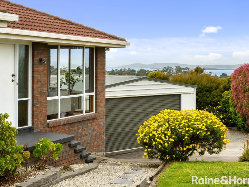 13 Edison Avenue, Blackmans Bay, Tas 7052
