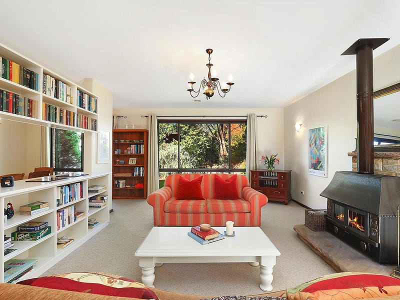 135 Blaxland Road, Wentworth Falls, NSW 2782