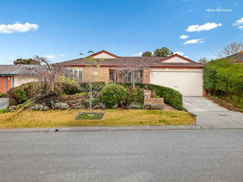 2 Wilmott Close, Berwick, Vic 3806